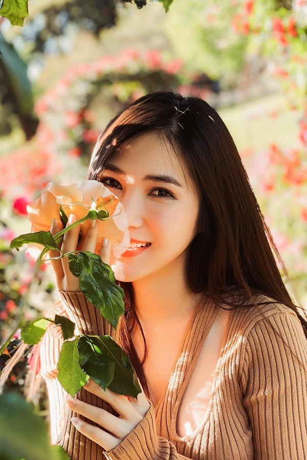 Ca sĩ Hương Tràm: Tôi gói bánh chưng, livestream hát lúc giao thừa