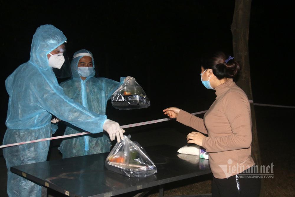 Bữa ăn 100 nghìn đồng mỗi ngày của người Hà Nội trong khu cách ly