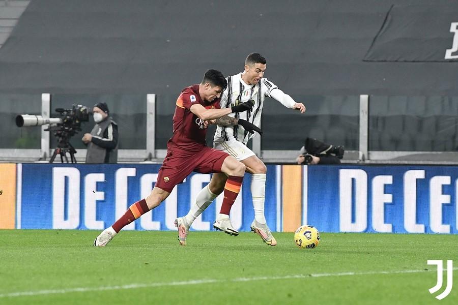 Ronaldo mừng tuổi 36 bằng siêu phẩm, Juventus hạ đẹp Roma