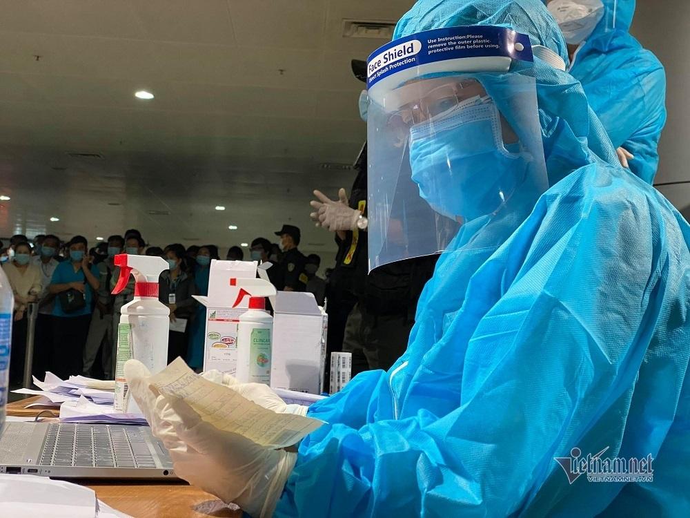 Hoàn thành lấy mẫu xét nghiệm Covid-19 'thần tốc' 1.000 nhân viên ở Tân Sơn Nhất
