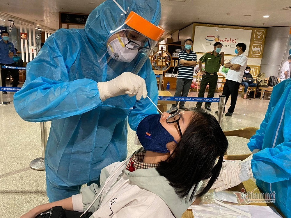 Chuỗi lây nhiễm liên quan sân bay Tân Sơn Nhất được 'chặt đứt' ra sao?
