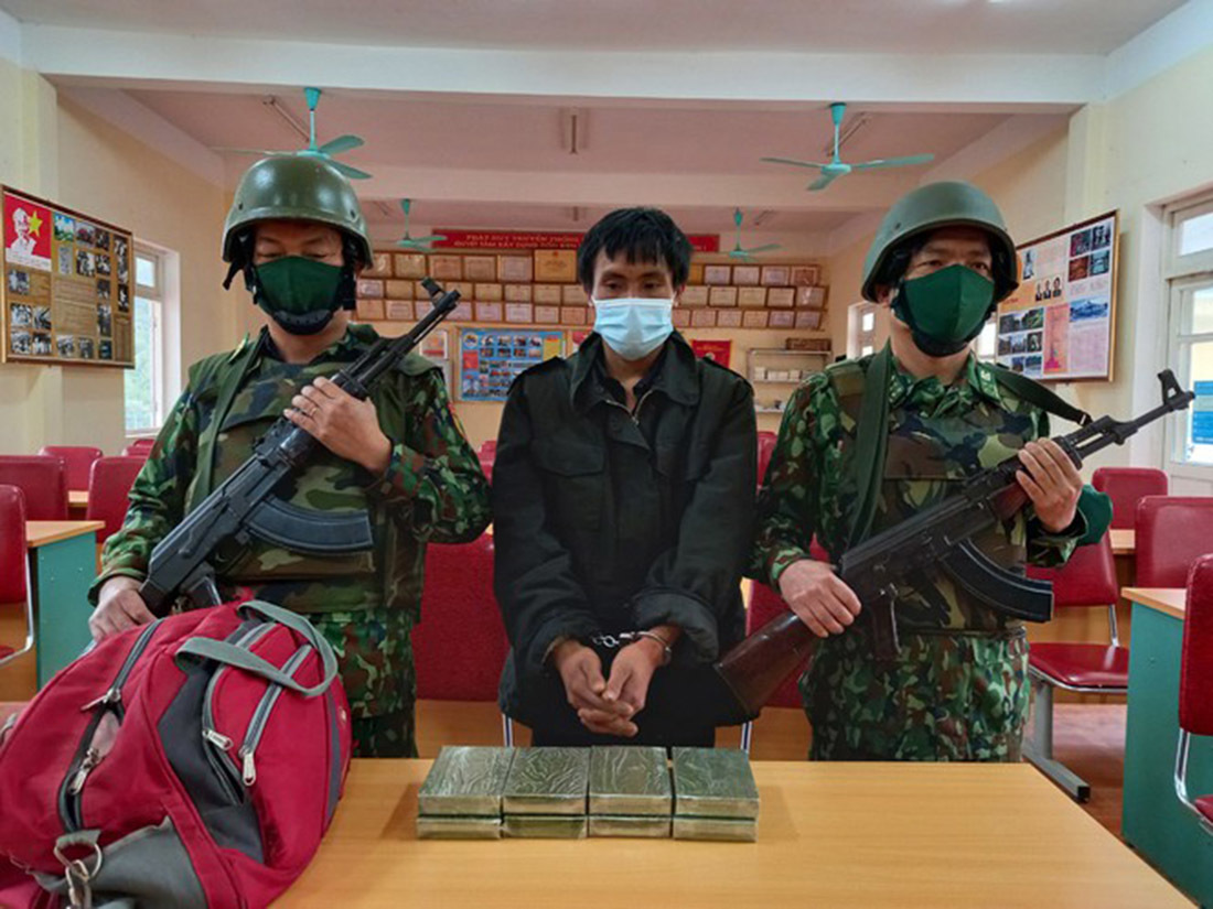Bộ đội Biên phòng bắt đối tượng vận chuyển 8 bánh heroin