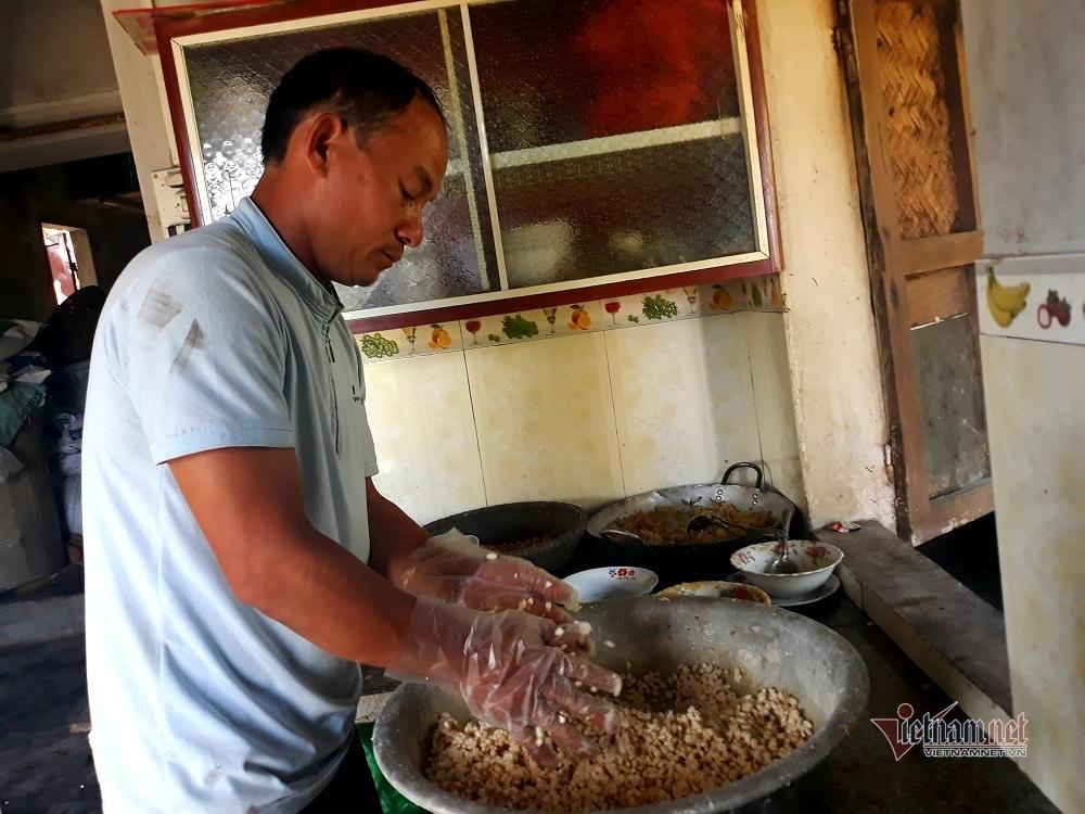 Duy nhất dịp Tết: Cả làng lốc cốc đóng thứ bánh ngọt hảo hạng