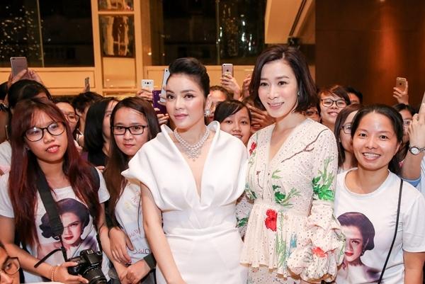 Ngưỡng mộ tình bạn thân thiết của sao Việt và sao quốc tế