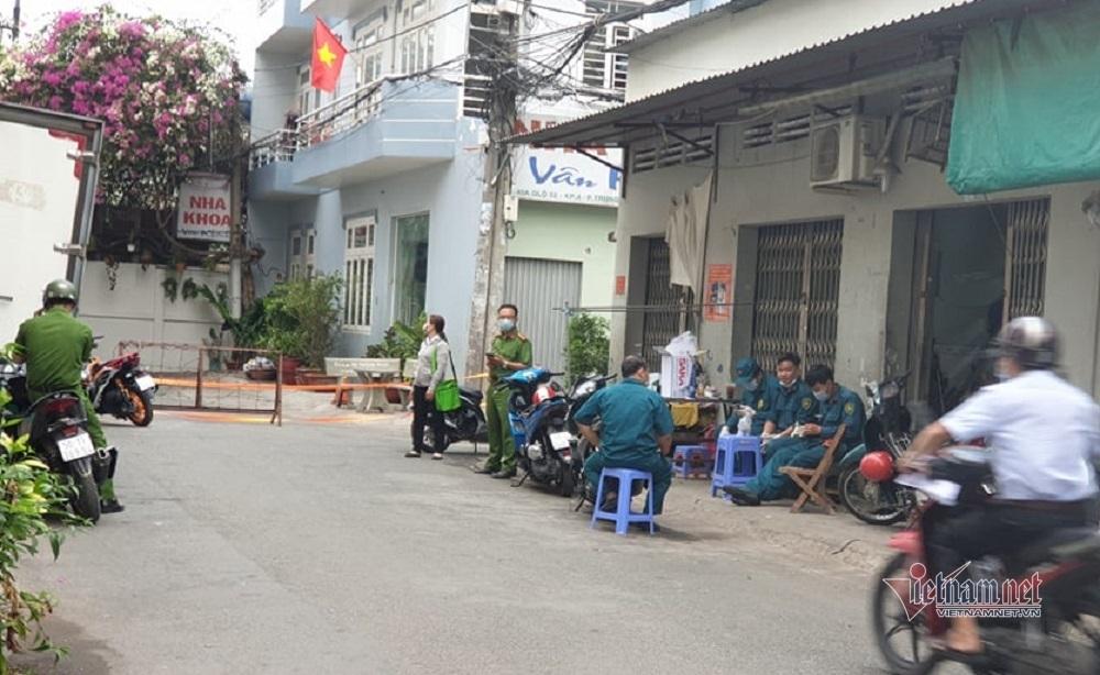 TP.HCM phong tỏa nhiều nơi liên quan 4 ca Covid-19 là nhân viên Tân Sơn Nhất