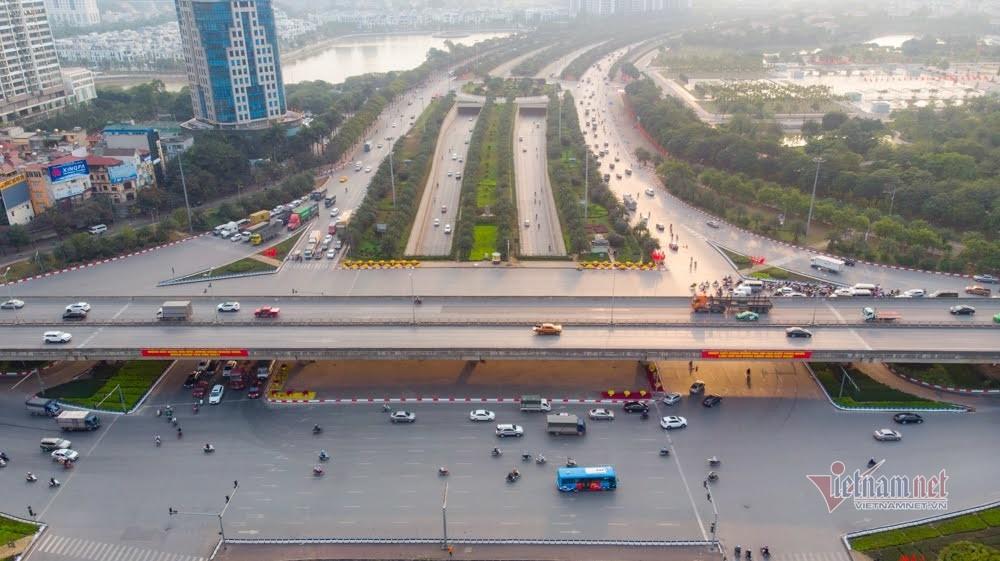Hiếm thấy ở Hà Nội: 27 Tết bến xe đìu hiu, đường phố vắng vẻ