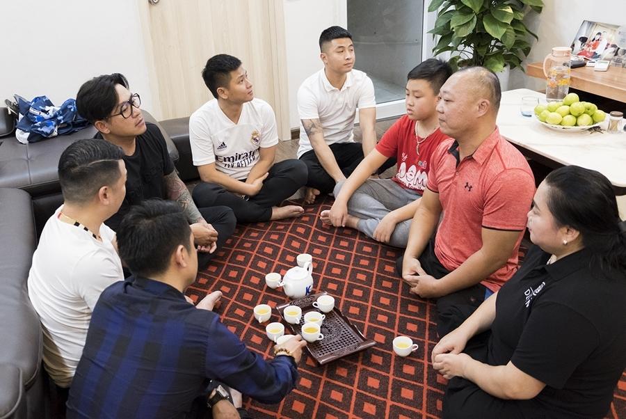 Ca sĩ Tuấn Hưng trao nhà cho vợ chồng VĐV khuyết tật