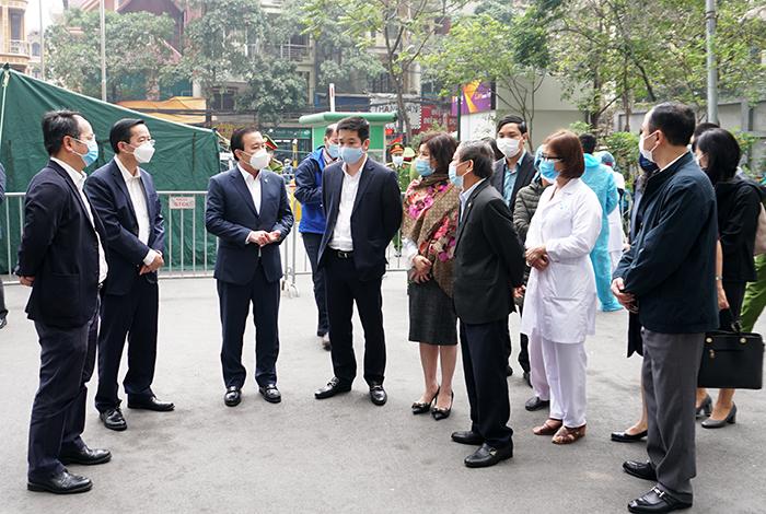 Phó Chủ tịch Hà Nội yêu cầu xử phạt 2 bệnh nhân khai báo gian dối