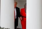 Bị ông Trump nắm chặt tay, cựu Thủ tướng Anh sợ chồng hiểu nhầm