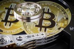 Giá Bitcoin vượt lịch sử, lập kỷ lục mới 43.000 USD