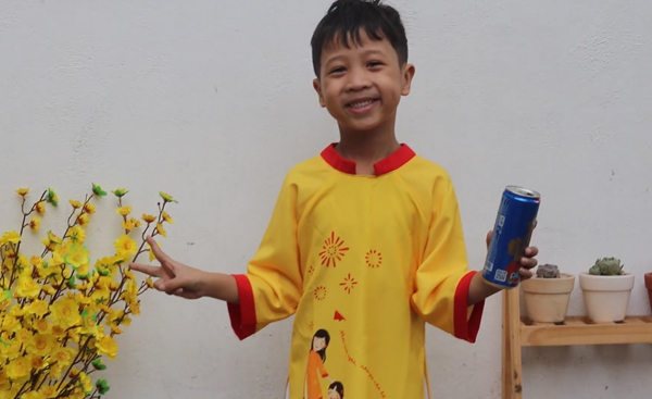 Bạn trẻ yêu môi trường siêu cute với video Chuyền lon nhôm