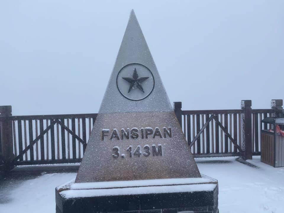 Tuyết rơi dày 50cm trên đỉnh Fansipan sau hai ngày