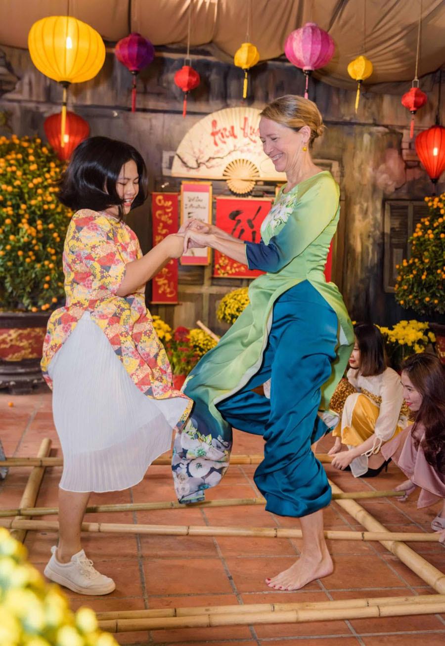 Trang Lê cùng khách quý đón Tết Việt