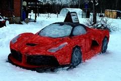 Siêu xe Ferrari LaFerrari được làm bằng tuyết đẹp như thật