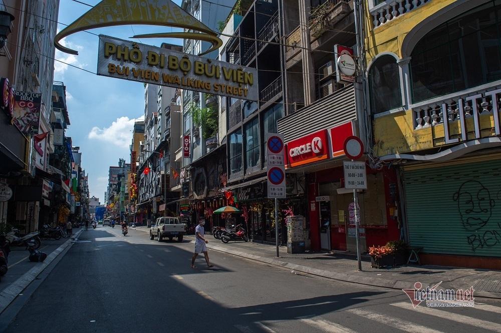 Nhà hàng, bar, karaoke ở Sài Gòn cửa đóng then cài