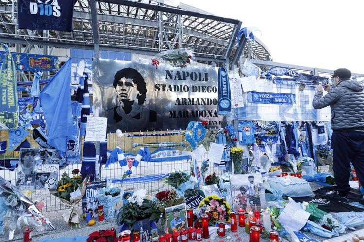 Thêm 3 người bị điều tra liên quan cái chết của Maradona