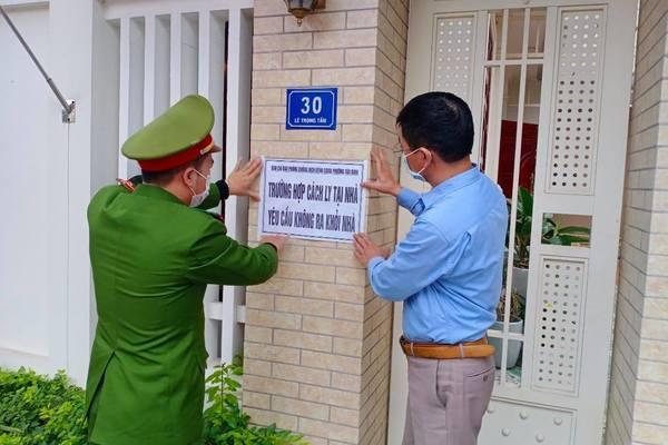 Trốn khai báo y tế, nữ giáo viên và cán bộ ngân hàng ở Hải Dương bị xử phạt