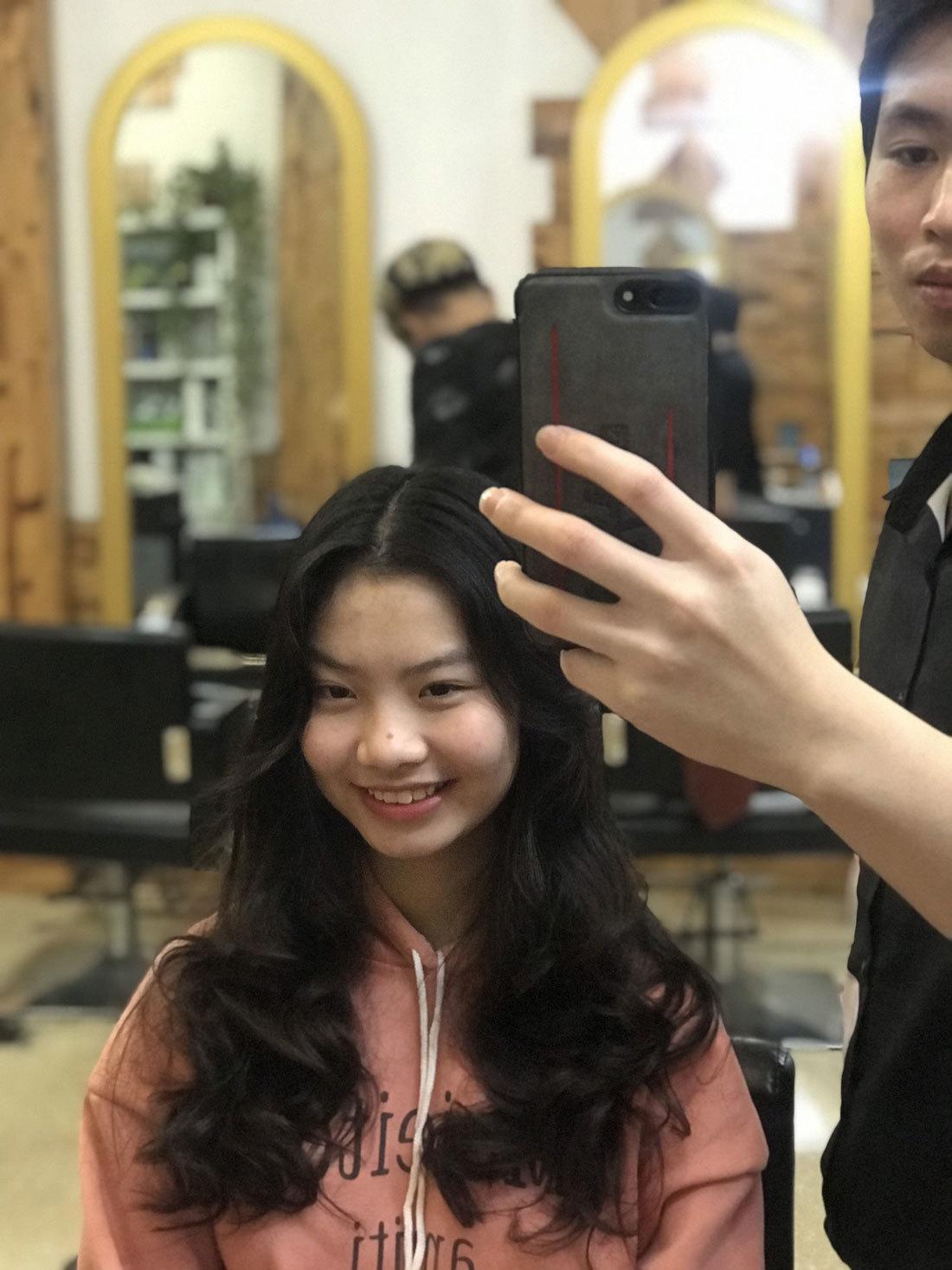 Đã sắm Tết đủ, ngày cuối tranh nhau vào tiệm tóc làm đẹp