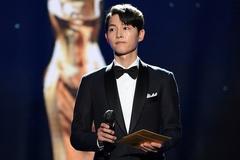 Kim Hye Soo, Song Joong Ki trên thảm đỏ Rồng Xanh
