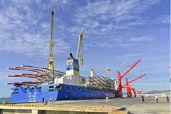 Tàu quốc tế tải trọng 28.500 tấn cập Cảng Quốc tế Vĩnh Tân