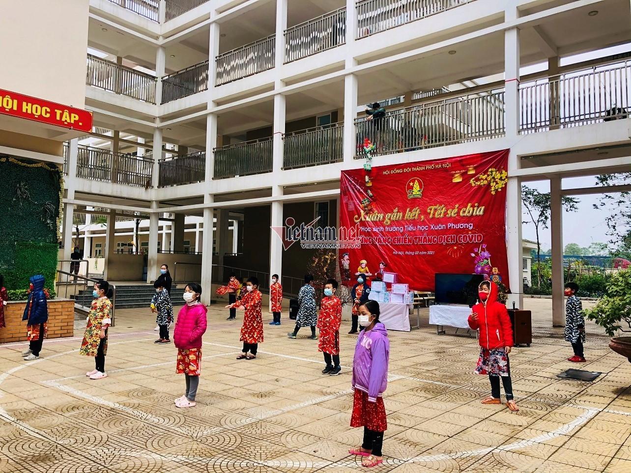 Nhiều học sinh Tiểu học Xuân Phương ăn Tết trong khu cách ly