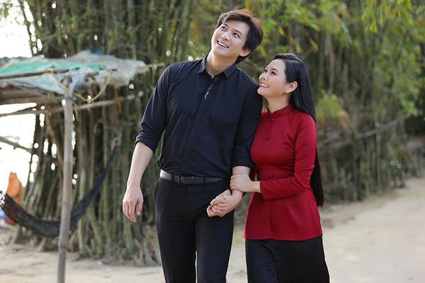 Lương Nguyệt Anh run khi đóng cảnh tình cảm với Hà Việt Dũng
