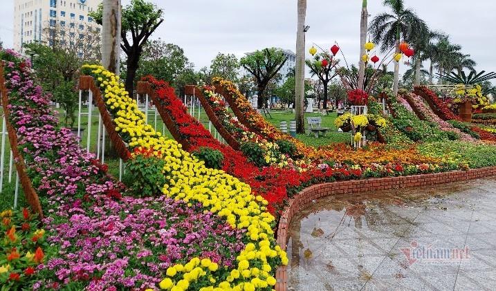 Bị dân mạng chê nhạy cảm, Quảng Nam chỉnh sửa toàn bộ tạo hình hoa xuân