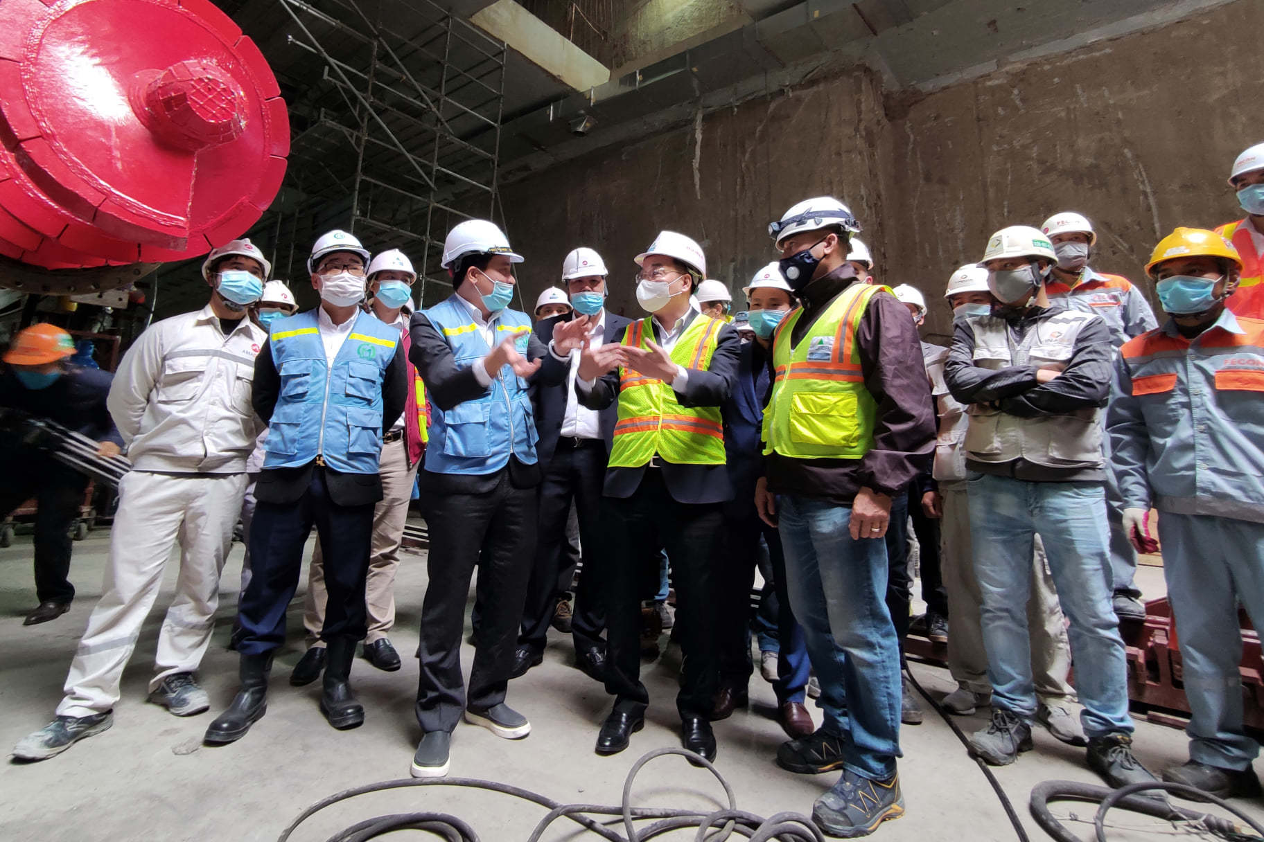 29 Tết, Chủ tịch Hà Nội xuống đáy ga ngầm chúc Tết công nhân