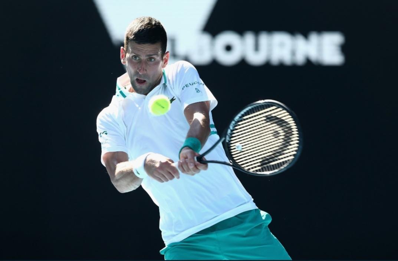 Australian Open ngày 3: Djokovic đi tiếp sau 2 loạt 'đấu súng'