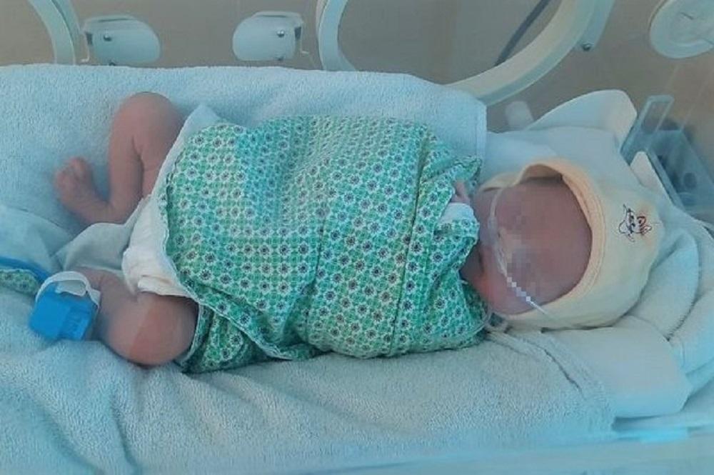 Bé sơ sinh bị bỏ rơi trong đêm lạnh cận kề Tết