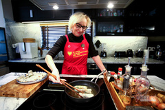 Norwegian diplomat enjoys making Vietnamese spring rolls to welcome Tet