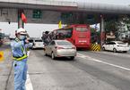 Niềm vui bất ngờ ngày Tết của nhân viên tuần đường cao tốc