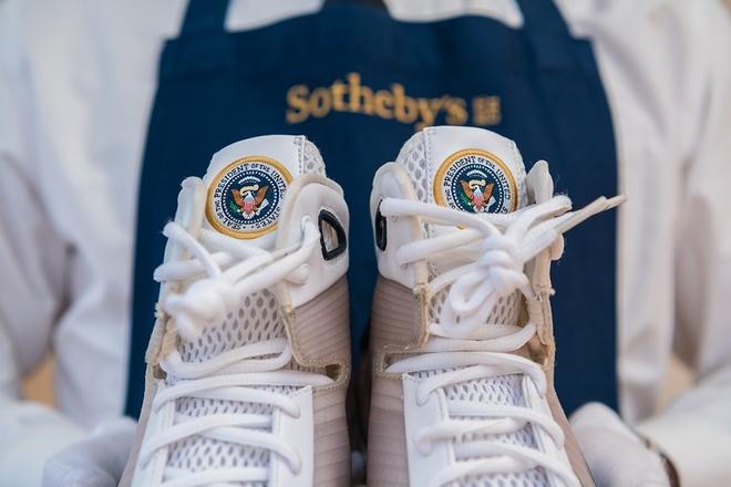 Giày Nike thiết kế riêng cho ông Obama chào bán giá 25.000 USD