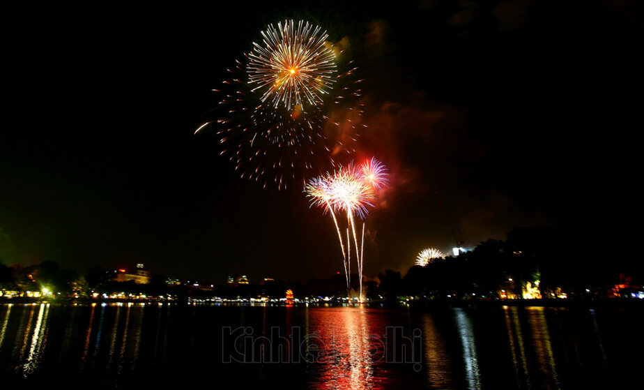fireworks,Hanoi,Tet holiday,social news