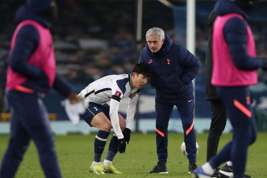 Mourinho đáng thương, đang bị cầu thủ Tottenham 'phá hoại'