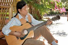 Nghệ sĩ Trịnh Việt Cường hát để vơi nỗi lòng xa xứ
