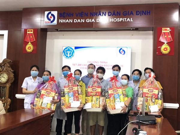 1.300 suất quà tặng bệnh nhân BHYT khó khăn