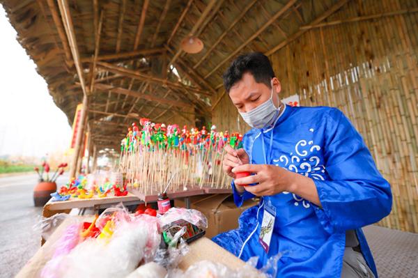 Đặc sắc không gian văn hóa truyền thống tại đường hoa Home Hanoi Xuan