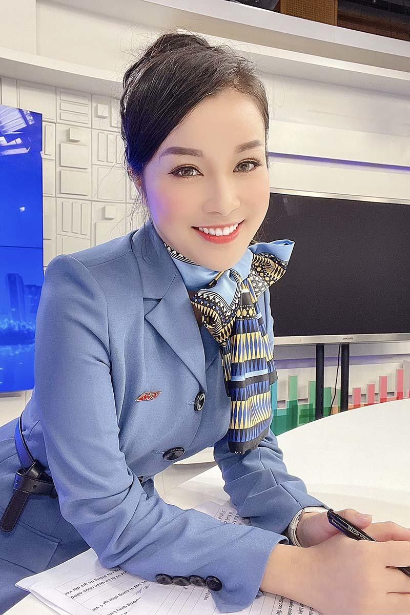 Minh Hương 'Nhật ký Vàng Anh' trang hoàng nhà đón Tết