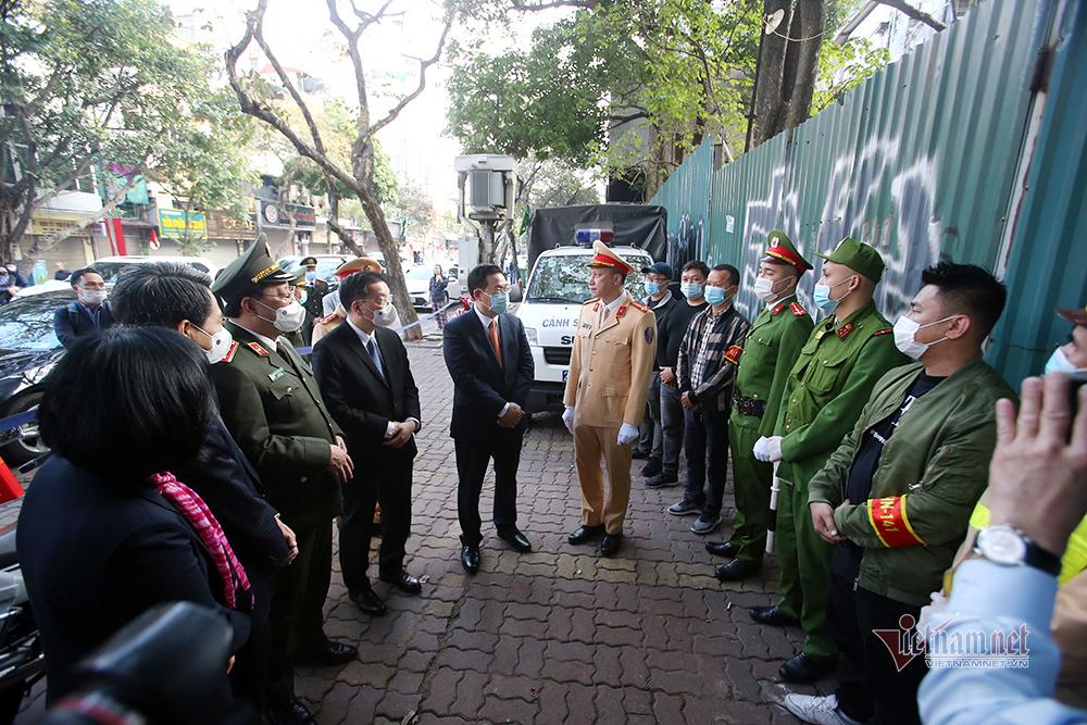 Chuyến thăm đặc biệt chiều 30 Tết của Bí thư Hà Nội Vương Đình Huệ