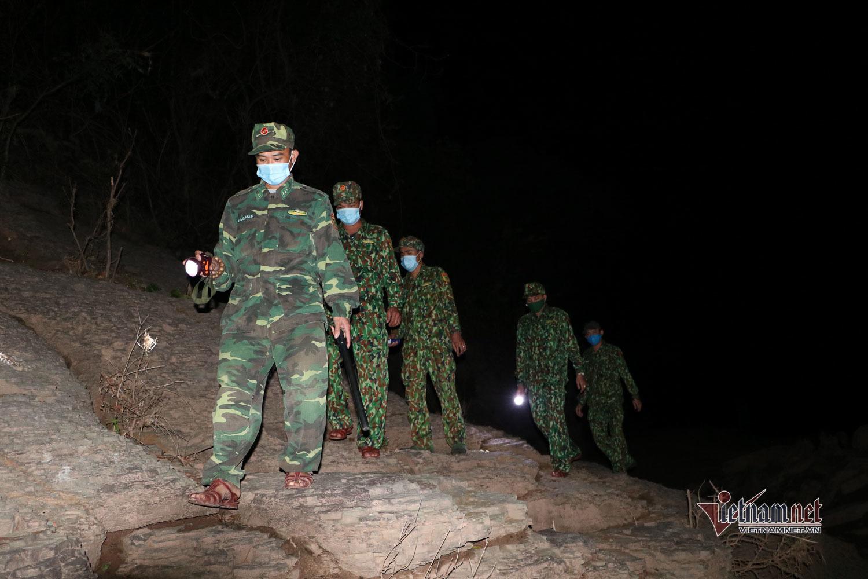 Đêm 30 Tết theo chân các chiến sĩ ở vành đai bảo vệ biên giới Việt - Lào