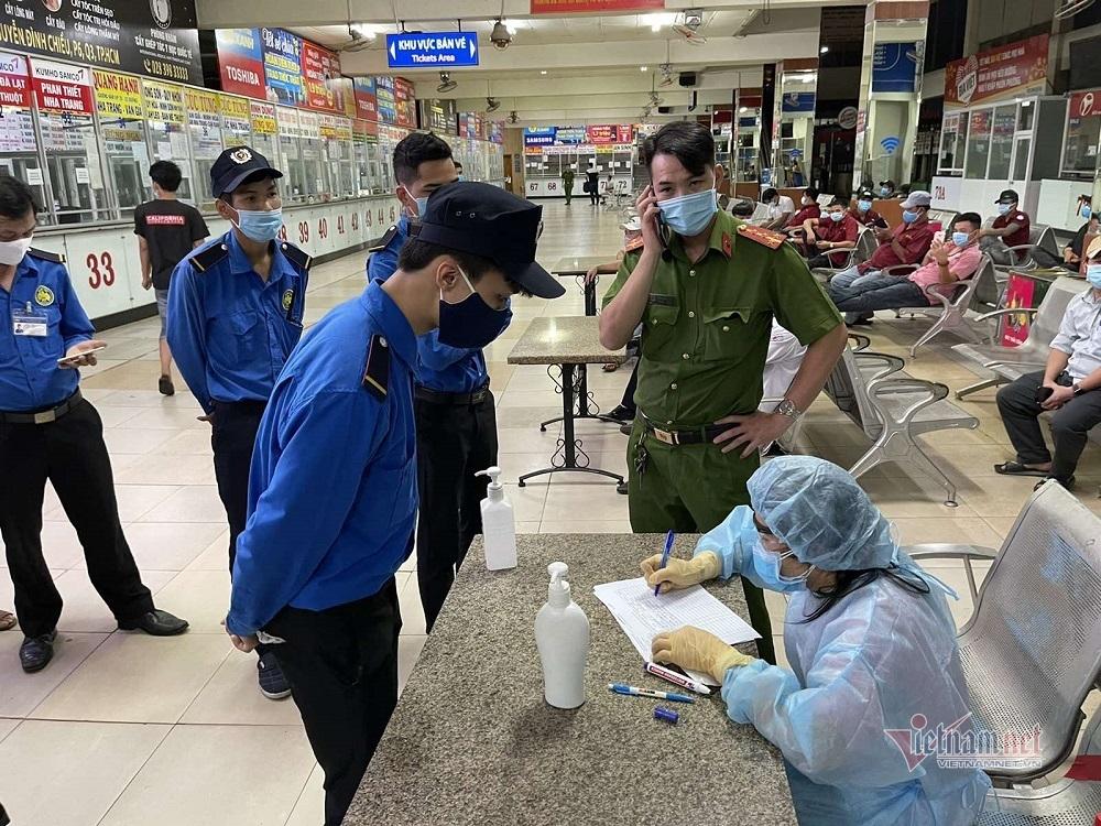 Hơn 200 người làm việc ở bến xe Miền Đông được lấy mẫu xét nghiệm Covid-19