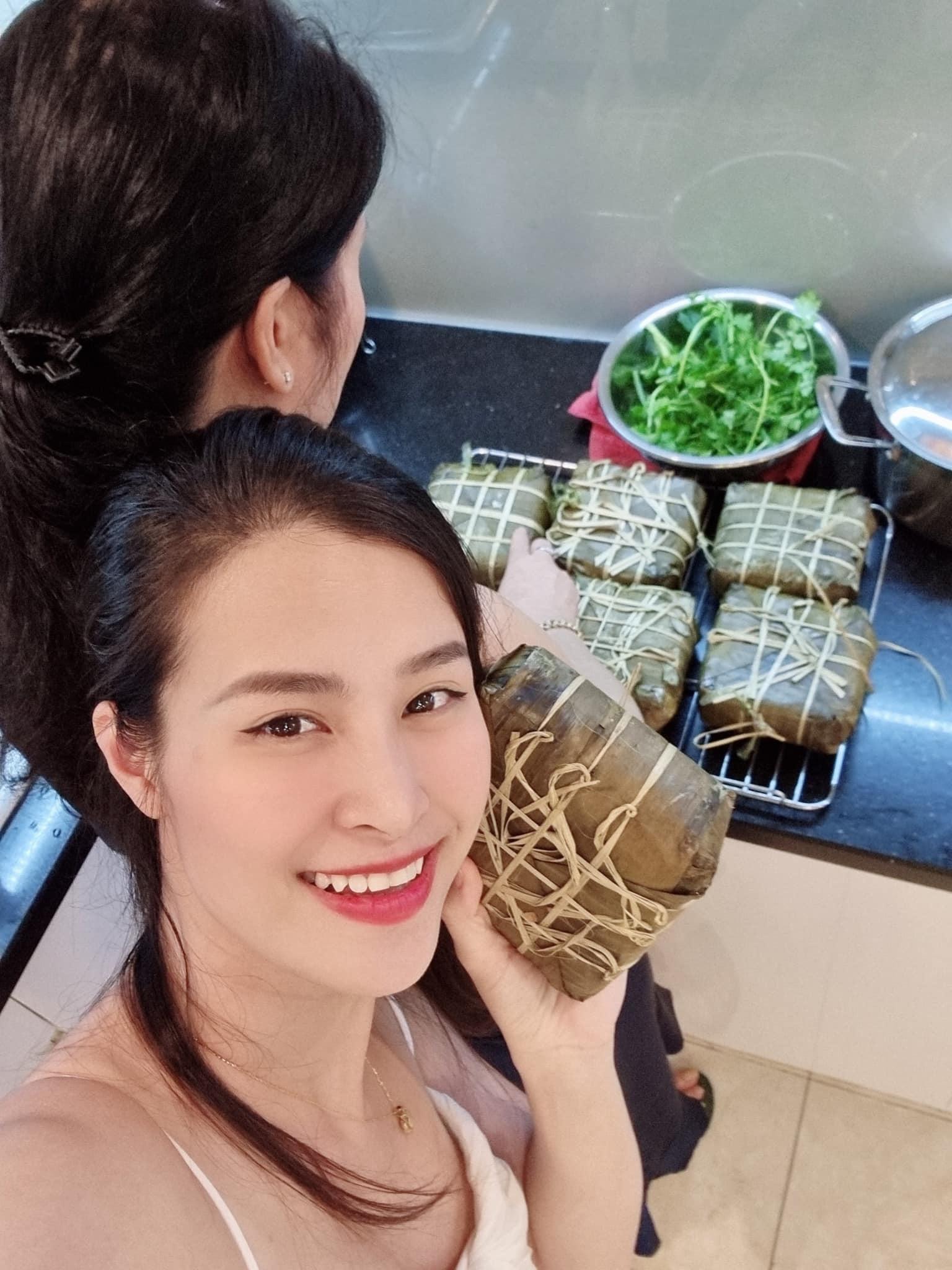 Trường Giang đội mưa nấu bánh tét cho Nhã Phương