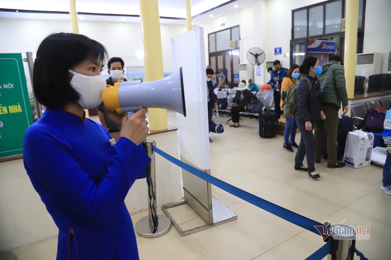 Chuyến tàu cuối cùng của năm Canh Tý rời Ga Hà Nội