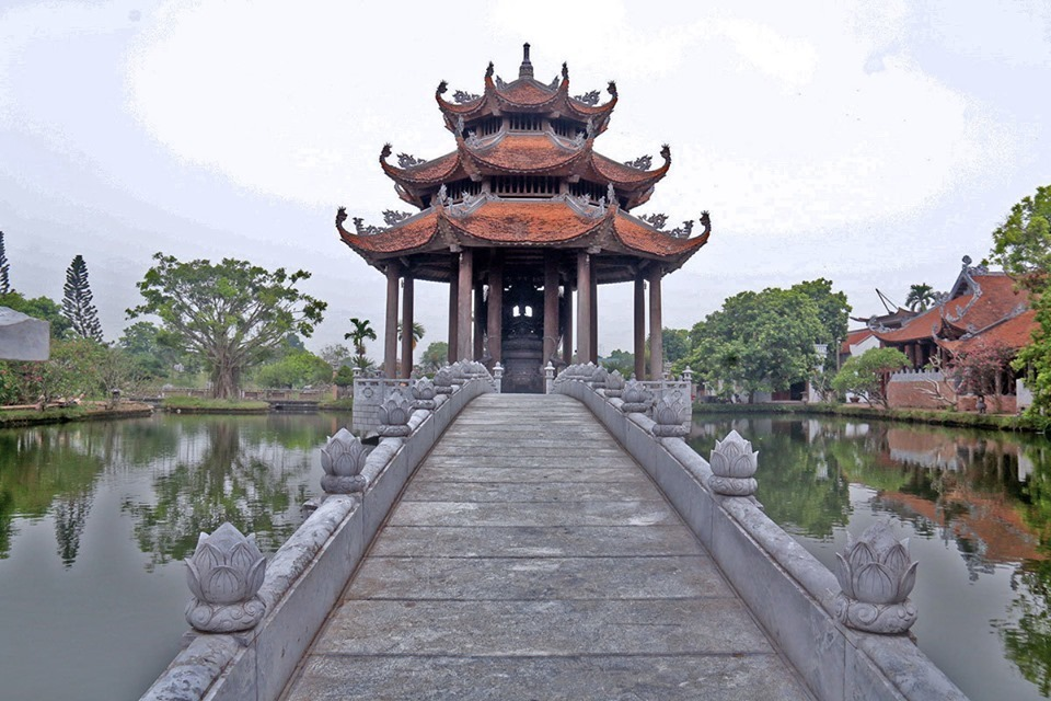 Mistery of three ancient temples in Hung Yen
