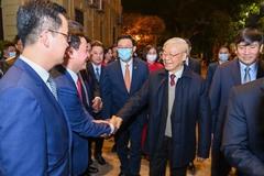 Tổng Bí thư, Chủ tịch nước Nguyễn Phú Trọng chúc Tết nhân dân bên Hồ Gươm