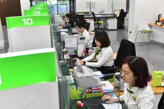 Hàng chục nghìn nhân viên ngân hàng bị giảm thu nhập