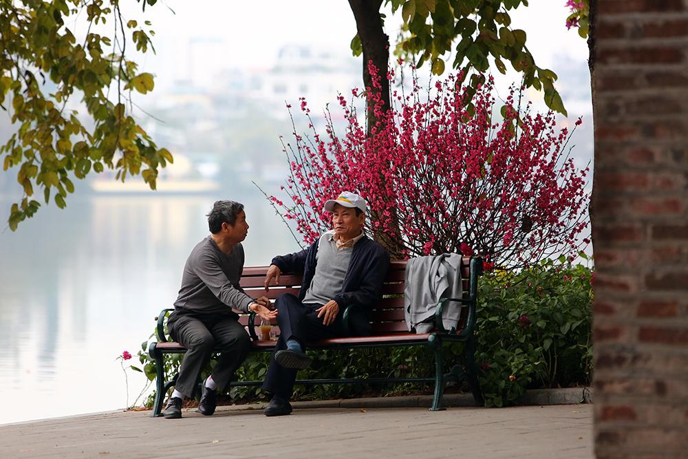 Giờ phút hiếm có sáng mùng 1 Tết, Hà Nội vắng lặng dễ thương ai cũng thích