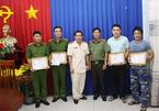 """Đại tá Đinh Văn Nơi thưởng """"nóng"""" sáng mùng 1 Tết cho đội bắt cướp"""