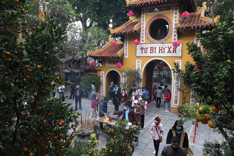 Ngôi chùa cầu duyên, Thăng Long tứ trấn vắng vẻ ngày mùng 1 Tết